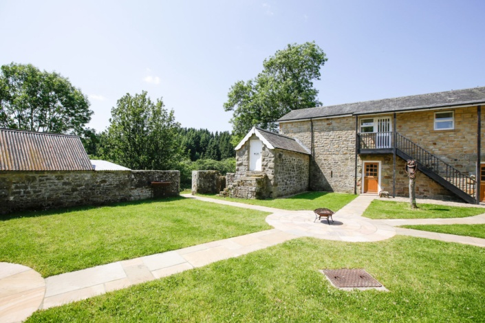 Reivers-Self-Catering-Courtyard